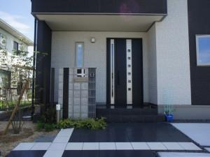 アプローチ~門柱~玄関へとつながるエクステリア 近江八幡市