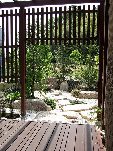 パーゴラと庭園のある暮らし
