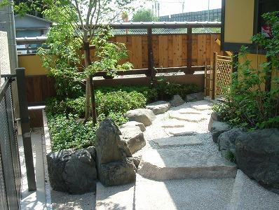 白砂と植栽で明るい和庭 近江八幡市