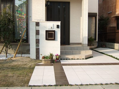 モノトーンを基調に建物との調和を考えて 大津市