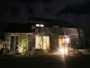 石と木々と光が織りなす幻想譚 湖南市