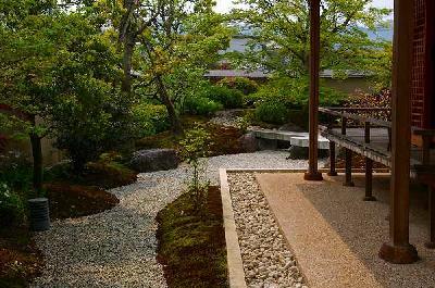 本格的日本庭園