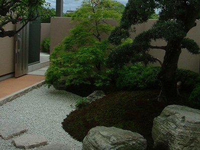 気品あふれる庭園美