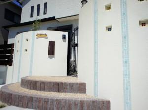 プロバンス風の門扉がクローズの表情を和らげます 草津市
