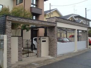 ナチュラルなイメージのタイルでデザインしたゲート 京都市