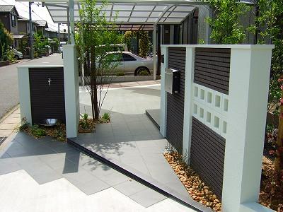 玄関ポーチと門柱に合ったタイルアプローチ