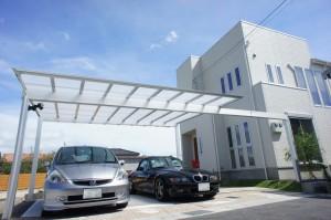 梁延長のカーポートが印象的なナチュラル外構 近江八幡市
