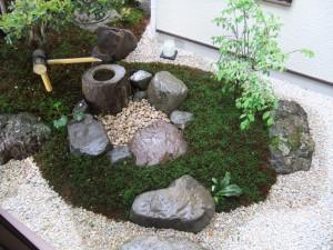 茶庭の様式を取り入れた坪庭 草津市