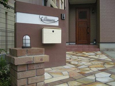 レンガの台座マリンランプがシックな門柱 守山市