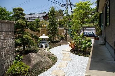 お手入れしやすい和庭 景石には生駒石 飛石にはあじ石 大津市