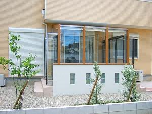 前面腰壁にガラスブロックをデザイン 草津市