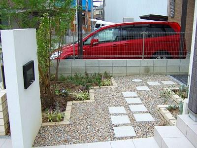 スクエアなイメージでリズミカルなお庭 草津市