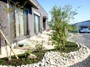 目隠しを配慮した木々と石が織りなすモダン和庭 ビフォーアフター 湖南市