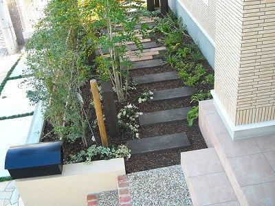 ナチュラル素材と植栽でかわいいお庭 大津市