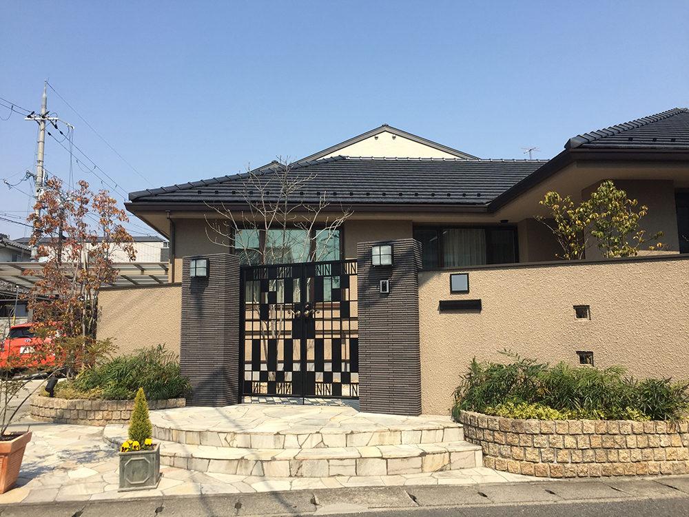 オリジナル門扉でモダンで格調高い雰囲気に 京都市