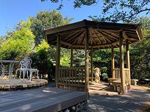ゆっくりと庭の風景を楽しめる東屋(あずまや)のある庭 甲賀市