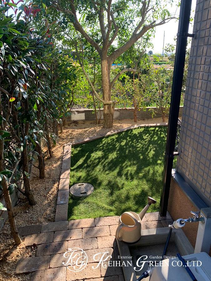 ウッドデッキ&シェードで木陰にいるかのような自然浴空間に 野洲市