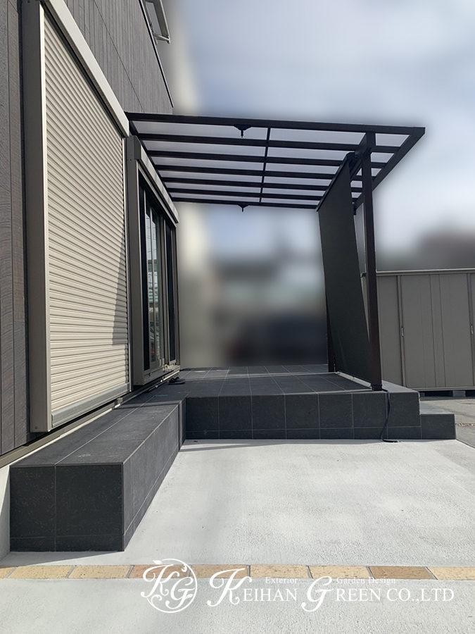 広々タイルデッキとテラス屋根で明るく楽しい空間に 大津市