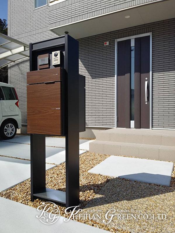 木目調の機能門柱がアクセントのシンプル外構 大津市