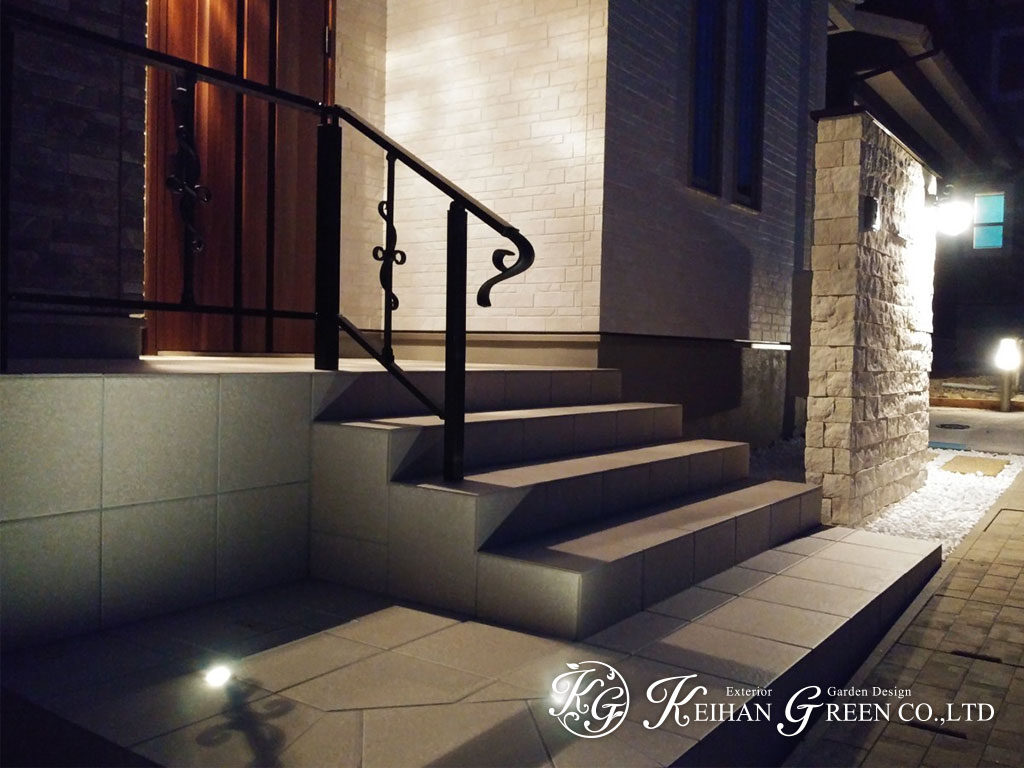 クラシカルな門柱を中心に欧風なイメージを演出した外構 大津市