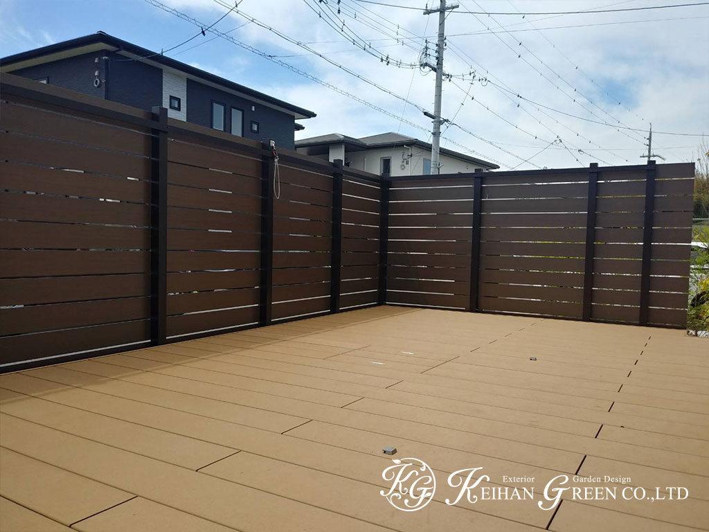 庭一面のウッドデッキで開放的なアウトドアリビング 京田辺市