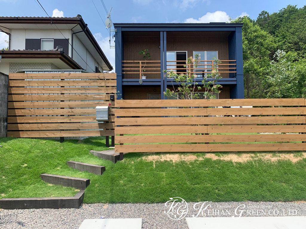 枕木と天然芝を組み合わせたゆったりと過ごせるナチュラル外構 湖南市