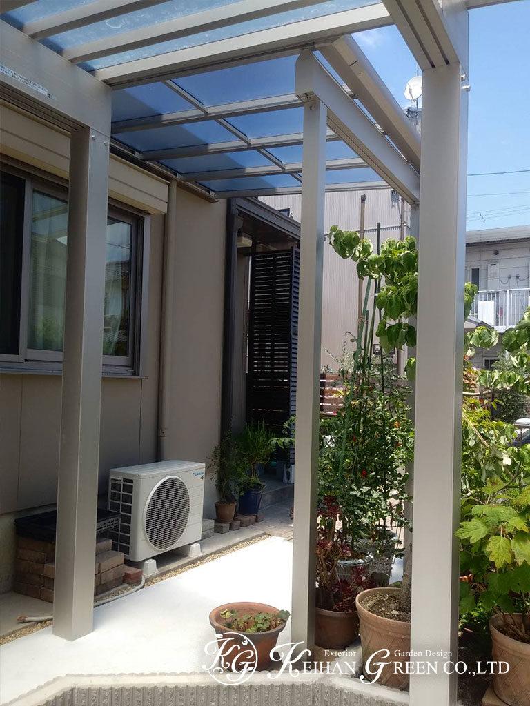 カーポートとテラス屋根を組み合わせて玄関までの動線を確保 彦根市
