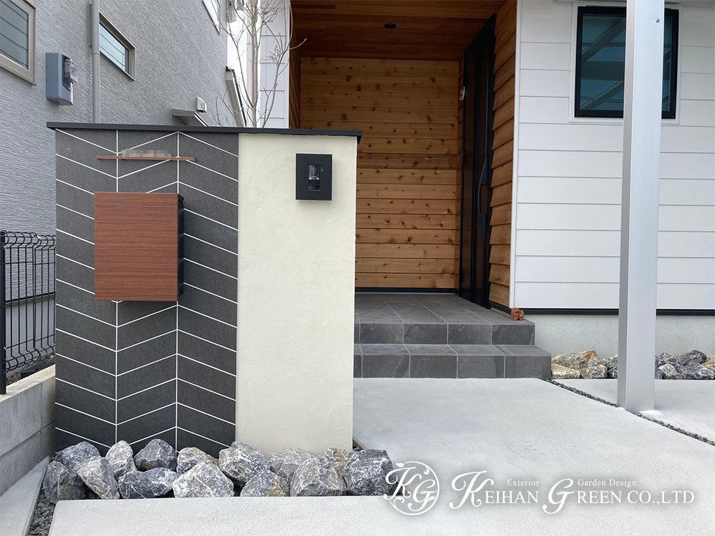 斜めのラインのデザインタイルがおしゃれな門柱 守山市